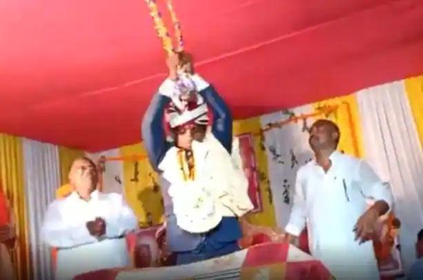 Bihar groom breaks dhanush