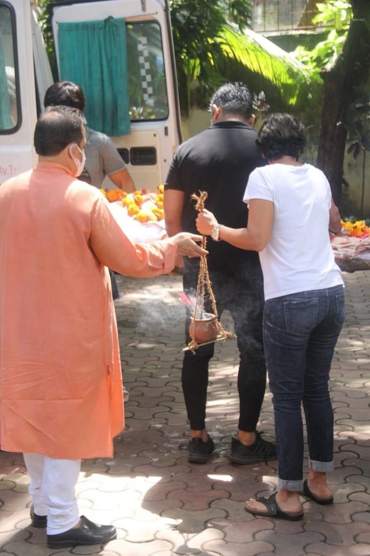 Defying Age-Old Tradition, Mandira Bedi Carries Husband Raj Kaushal