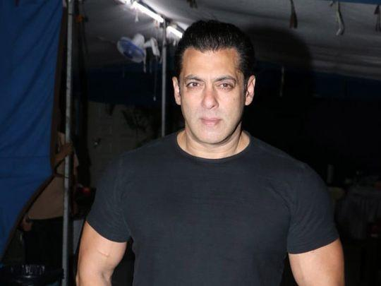 Salman Khan & Hrithik Roshan Donates Money To Daily Wage Artists Who Are Jobless In This Pandemic