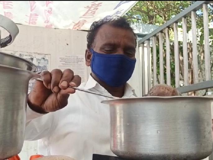Tea Seller sends Rs 100 to Modi
