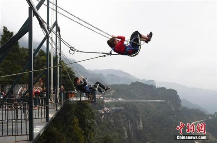 High swing as an extreme obstacle
