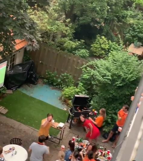neighbours jumping
