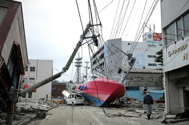 2011-tsunami1-6049f83acd12c