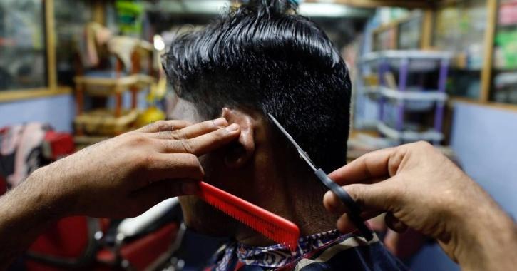 Borundia's salon was recently inaugurated by BJP MLA Gopichand Padwalker.