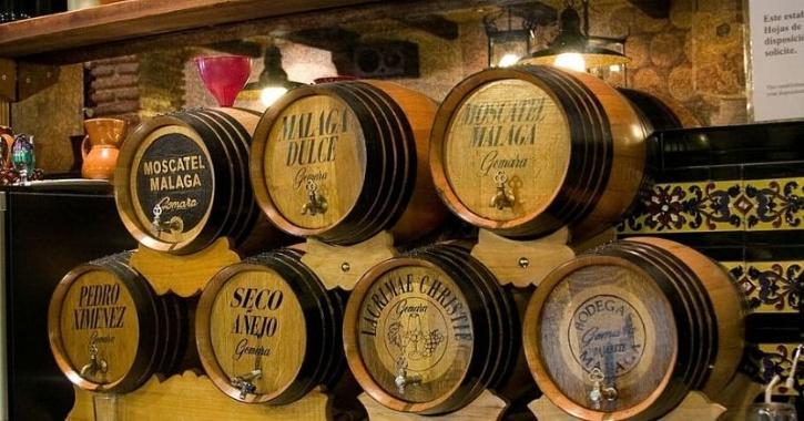 El licor robado pertenece a tres cervecerías locales, Heller, La Paloma y Palm, que contrataron buzos para enterrar su cerveza a fines del año pasado.