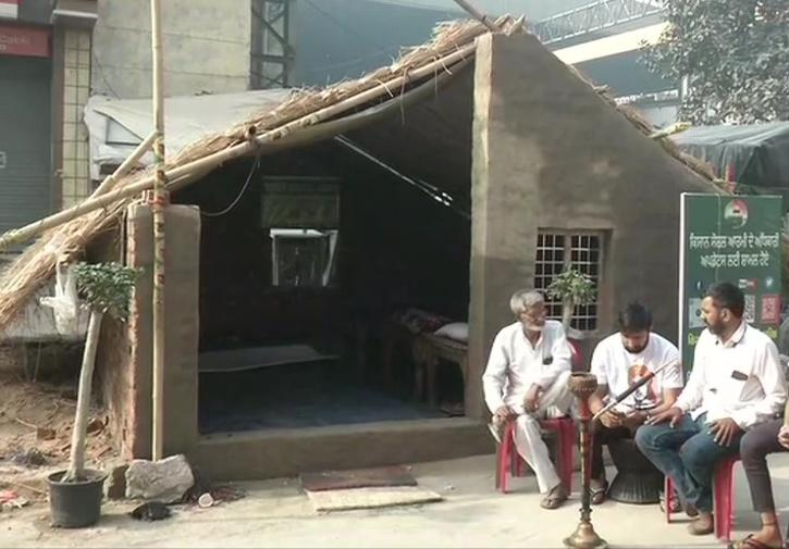 Farmers Protest Summer Houses At Singhu Border