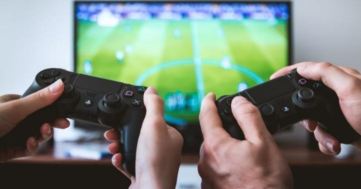 footballers playing video games on Twitch