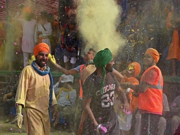 holi farmers dance