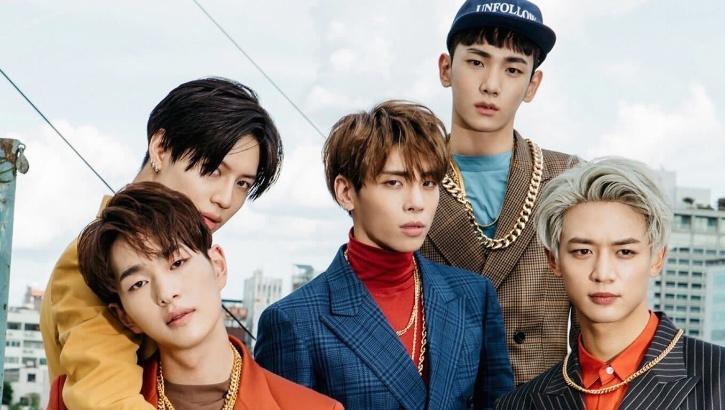 Shinee/ Hello Asia