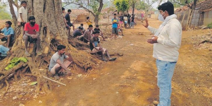A singer is using parodies to spread Covid-appropriate behaviour awareness in Pakur district of Jharkhand. He sings both in Hindi and Santhali languages. Moreover, his musical initiative has been positively received by people locally and on social media.