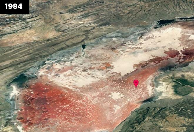 Changing the color of the water at Natron Lake in Tanzania