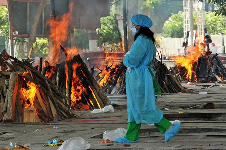 Muslim Woman Performs Last Rites Of Hindu