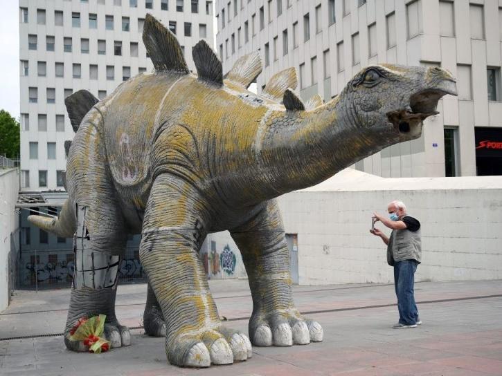 dinosaur statue in spain