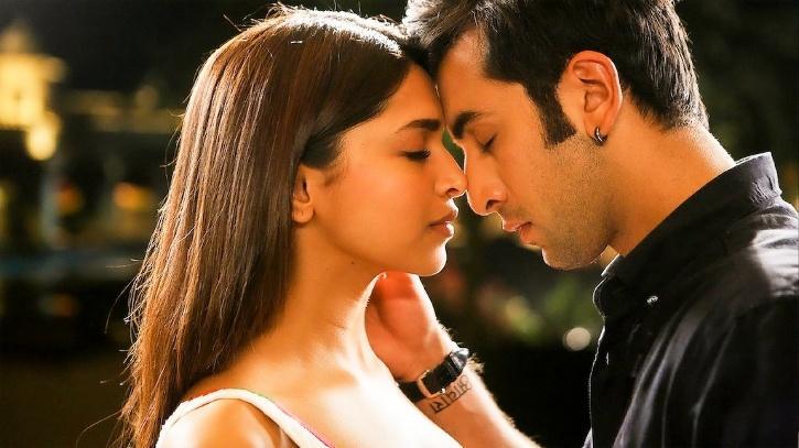 Deepika Padukone and Ranbir Kapoor in Yeh Jawaani Hai Deewani / Netflix