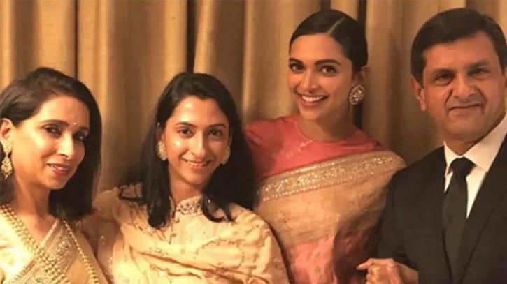 Deepika Padukone with Prakash Padukone and family / Twitter