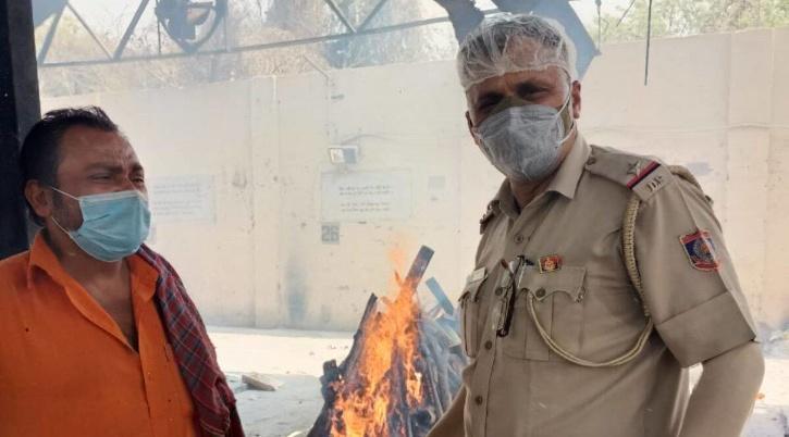 lodhi-crematorium-cop posted