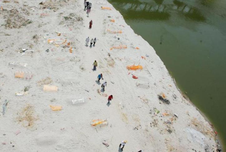 bodies found in ganga