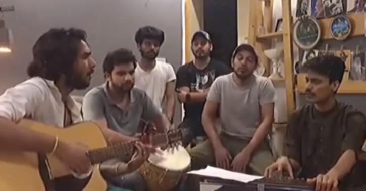 Pakistani Artistes Sing