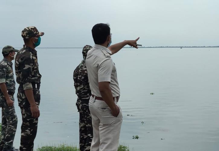bodies were found buried in the sand on the banks of the Ganga
