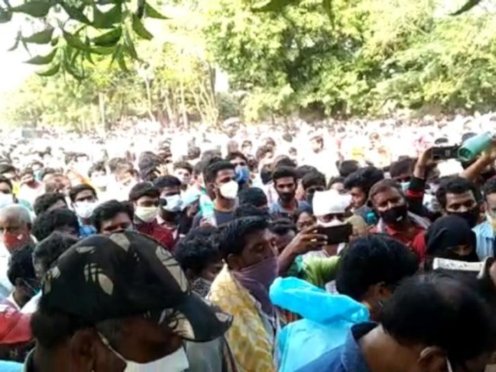 crowd-covid-60a7ae0f01562
