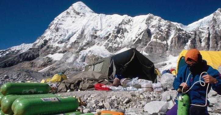 everest oxygen cyliders