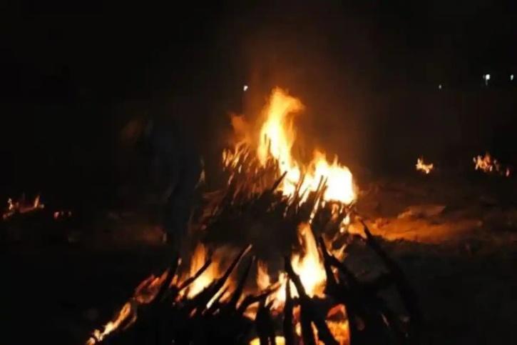 Muslim man cremates Hindu woman