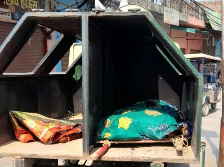 woman body garbage van