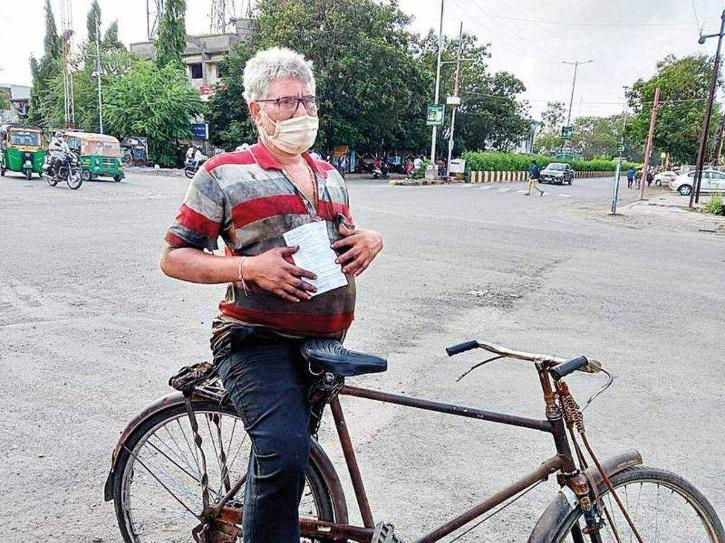 man challaned for riding bicycle on wrong side