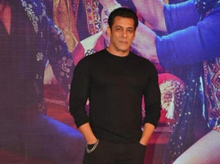 Mika Singh Seeks Salman Khan's Revenge From Kamaal R Khan To Release A Song 'KRK Kutta'