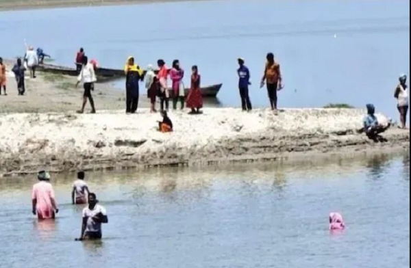 In Sisoda village in Barabanki, a group of residents jumped into the Saryu river to evade vaccination on Sunday.