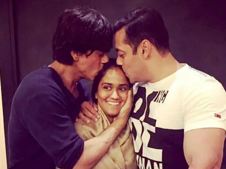 Salman Khan And Shah Rukh Khan frienship goals