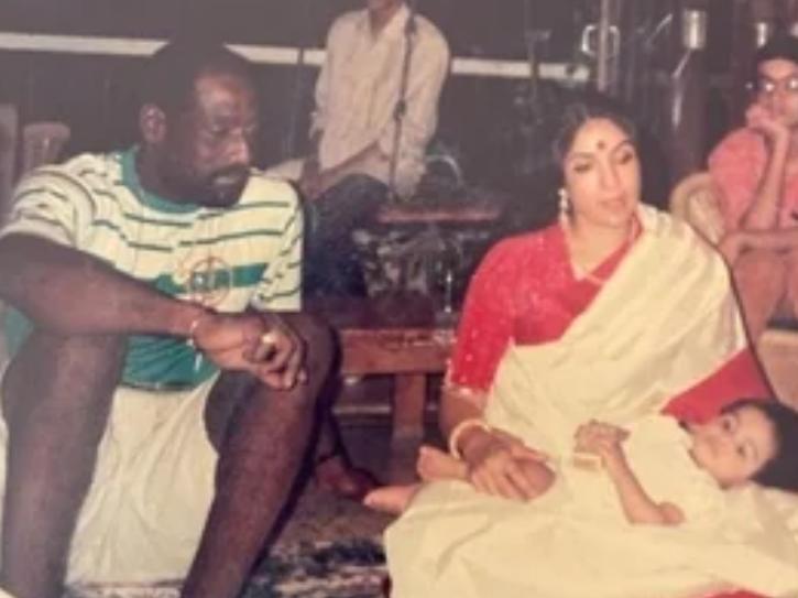 Neena Gupta, Vivian Richards, Masaba Gupta.
