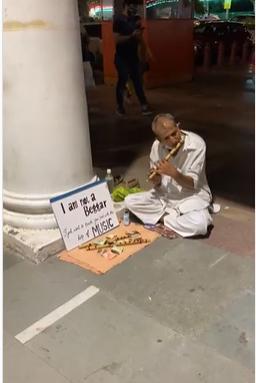 flute-man in delhi