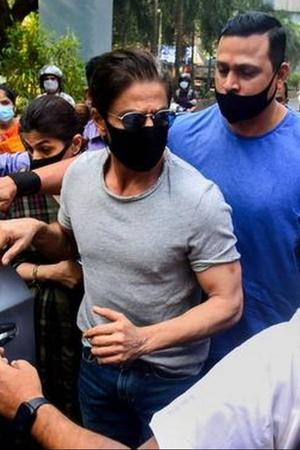 SRK Meets Aryan Khan Jail, Ananya Panday Summoned By NCB & More From Ent.
