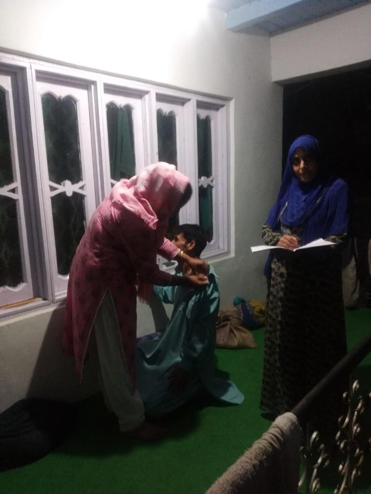 Night Vaccination Drive In Kashmir   Idrees Bukhtiyar