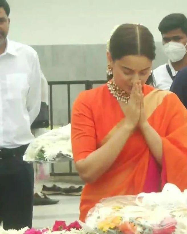 Kangana paid tribute at Marina Beach in Chennai on September 04.