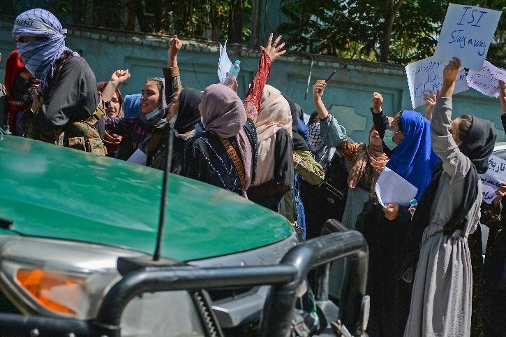 women taliban protest pakistan