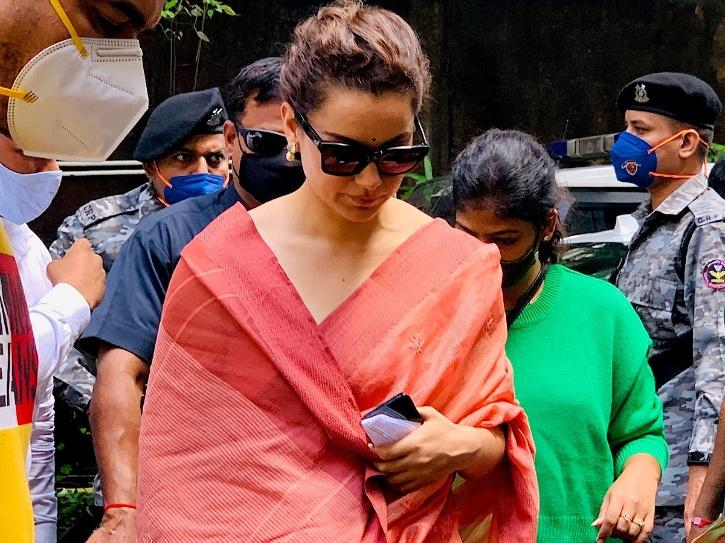 After Warning, Kangana Appears Before Court, Files Counter Complaint Against Javed Akhtar