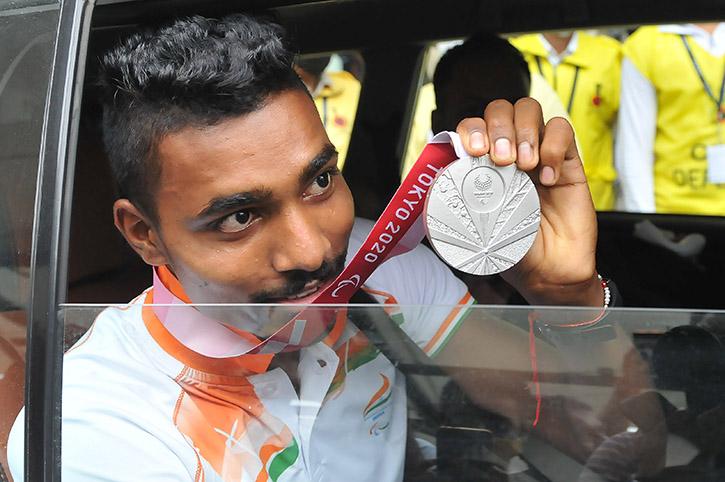 High Jumper Nishad Kumar who won sliver for India at Tokyo Paralympics Arrives Delhi