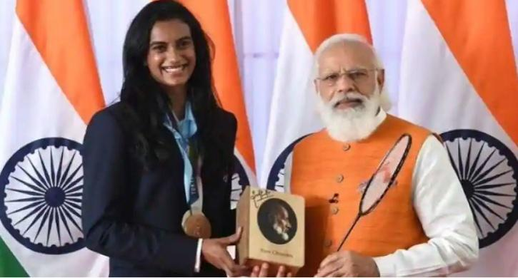 PV Sindhu's, who won a bronze medalist in Badminton in Tokyo Olympics, racket was also put on auction. She also dedicated her racket bag to the prime minister which has also been put on e-auction. The base price of the racket along with the bag is Rs 80