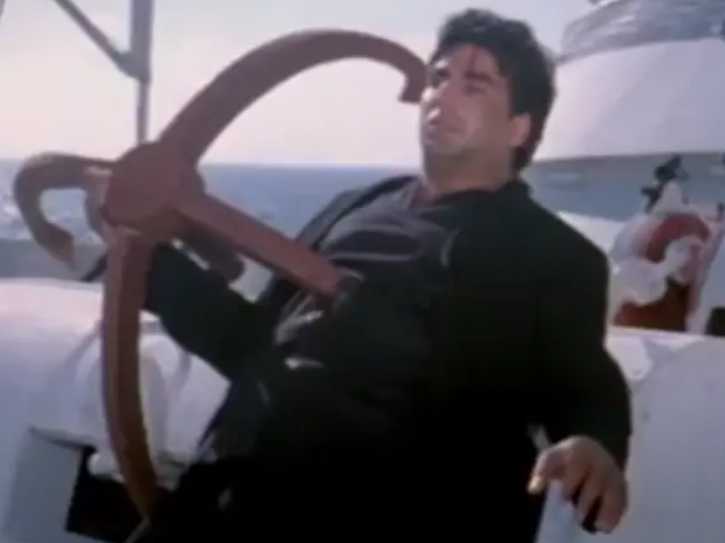 Ajnabee climax scene