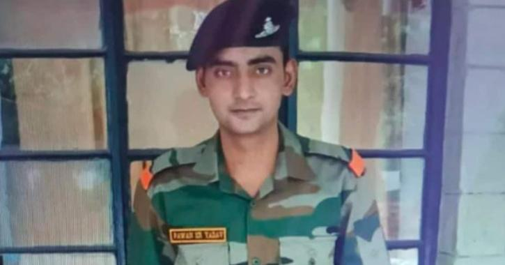 jharkhand police thrashes army jawan