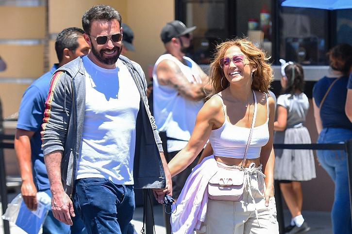 Bennifer is back! The internet is screaming with joy as the PDA pictures of Jennifer Lope and Ben Affleck is going viral. Fans cannot contain the excitant to see them madly and deeply in love with each other.