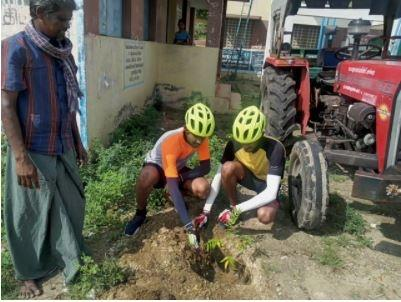 With sapling on their bicycles, the brothers planted young trees near temples, government offices and places that locals allowed. They also took the support of the support of MGNREGS workers for digging.