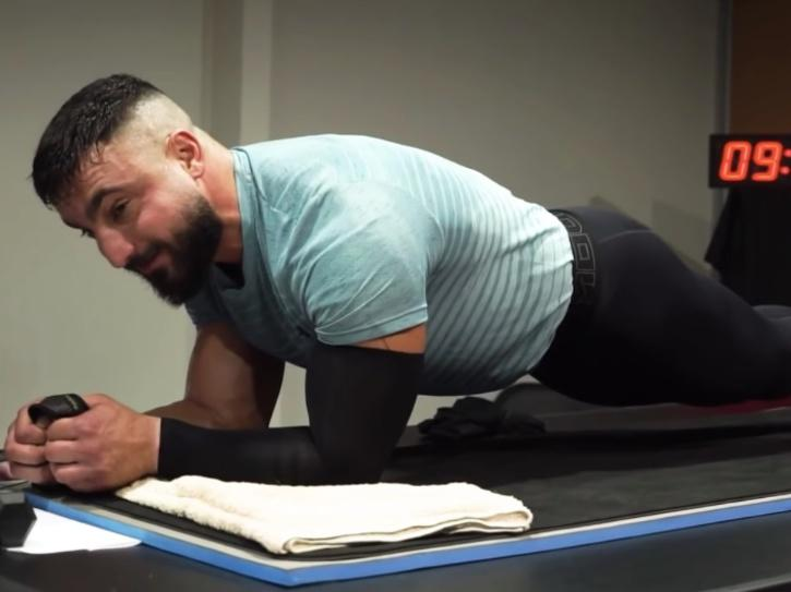 daniel scali doing a plank