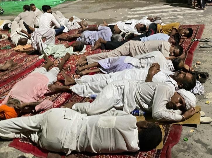 farmers sleep karnal
