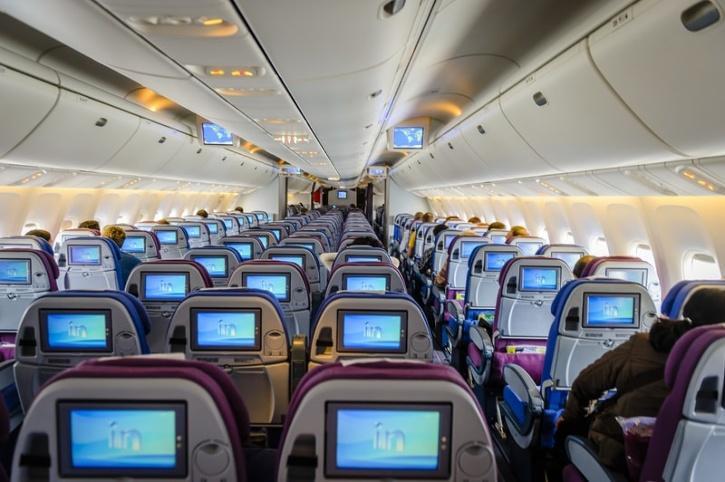 flight-attendant-middle-seat