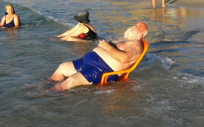 14/80. Funny beach photosFrom head to ...