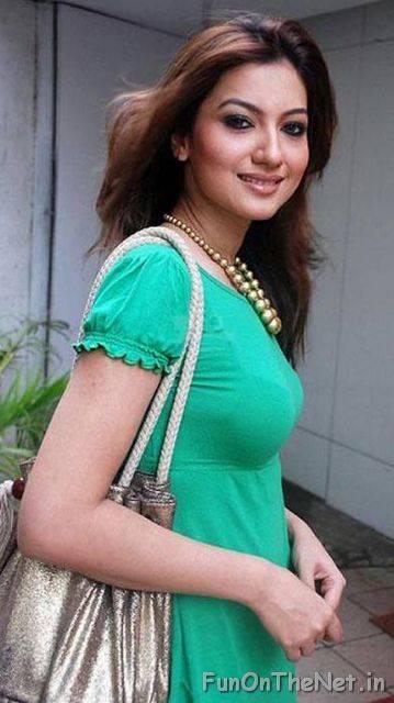 b4582ba4570c5 3251 3717. Gauhar Khan Hot Sizzler Sexiest HQ Pics FunOnTheNet