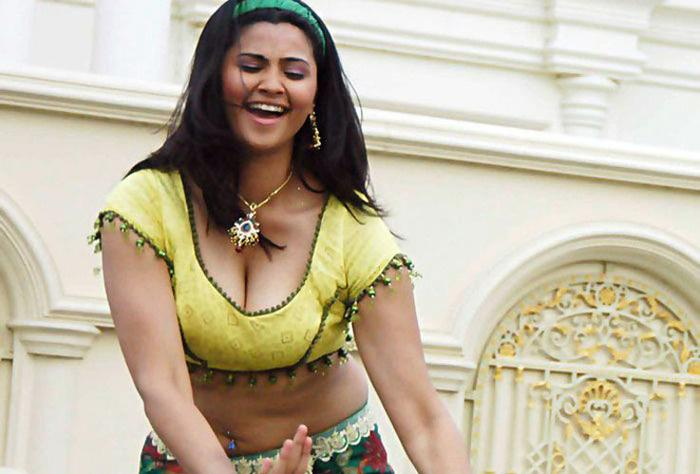 Daisy shah hot that result